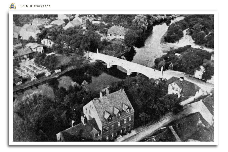 Meseritz - Międzyrzecz - Widok z wieży Kościoła. W dole rzeka Obra i most na dawnej ul. Skwierzyńskiej Schwerinerstrasse - ul.Waszkiewicza - od 1925 roku most jest już betonowy, niżej blok przy ul. Ogrodowej - Gartenstrasse