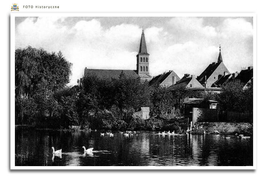 -  Meseritz - Międzyrzecz - Widok z drugiej brzegu Obry na kościół pw. św. Wojciecha