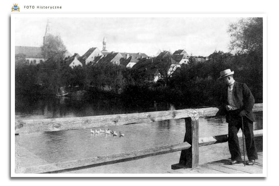 Meseritz - Międzyrzecz - Drewniany Mostek przez Obrę , łączył  Schloss Meseritz (majątek ziemski Zamek Międzyrzecz) z należącym do niego folwarkiem, który znajdował się w Winnicy pod drugiej stronie Obry.