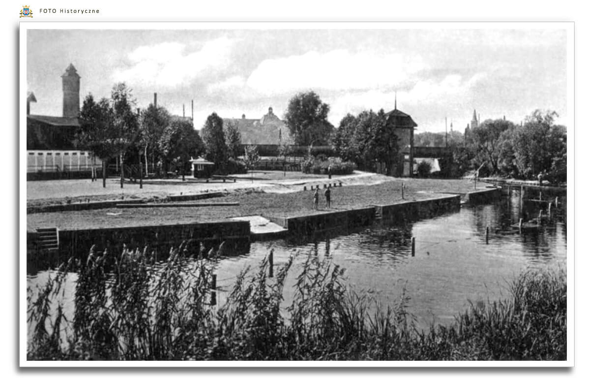 Meseritz - Międzyrzecz - Kąpielisko na rzece Obra.  Stadt Badeanstalt - fotografia ok. 1930 r. - miejskie kąpielisko znajdowało się za wiaduktem kolejowym na wysokości obecnego osiedla Piastowskiego.