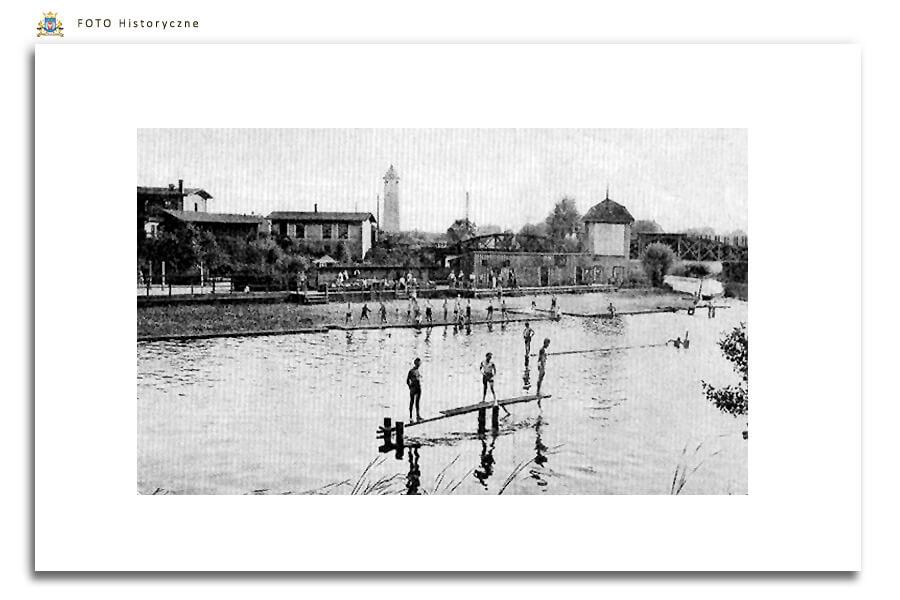 Meseritz - Międzyrzecz - Kąpielisko na rzece Obra, za mostem kolejowym - Międzyrzeczanie mogli korzystać tam z pomostów i wydzielonej strefy dla dzieci i osób, które nie potrafią pływać. Kąpielisko zachowało się jedynie na archiwalnych zdjęciach i widokówkach z tamtych lat. Po drugiej wojnie kąpielisko przeniesiono bliżej centrum miasta miedzy wiaduktem i stadionem.