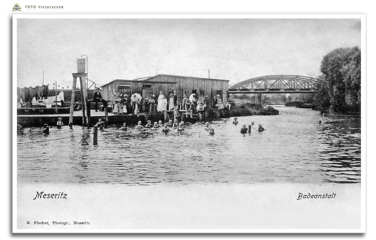 Meseritz - Międzyrzecz - Widokówka z początku XX w. Kąpielisko na rzece Obra.   (w tle widać most kolejowy ,a za nim Młyn wodny)