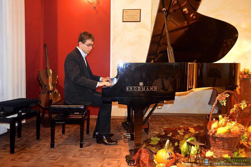 Pasowanie na ucznia i Koncert Jesienny w Szkole Muzycznej