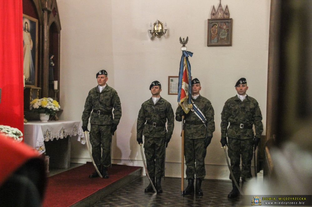 Uroczysty apel z wojskowym ślubowaniem w Rzepinie