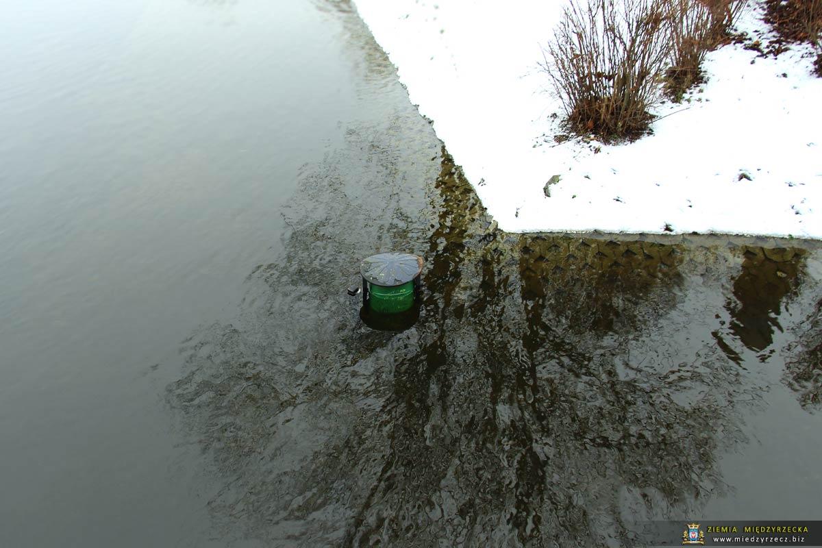 Międzyrzecz: Stan wody w Obrze niepokoi mieszkańców