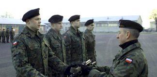 Wręczenie broni w 5. Kresowym batalionie saperów
