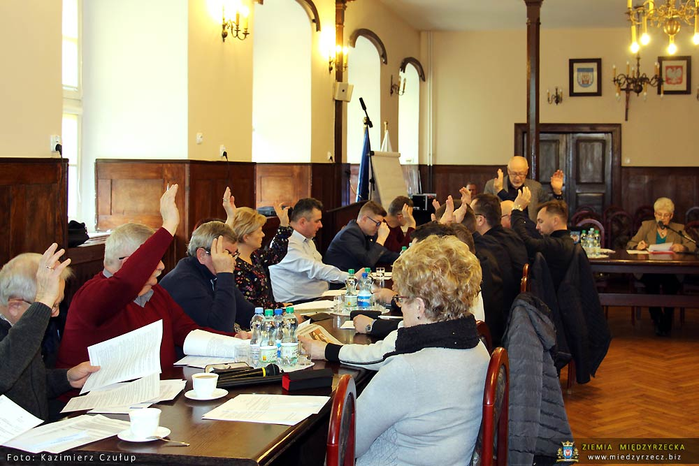 Radni jednogłośnie przyjęli Oświadczenie w sprawie pomników