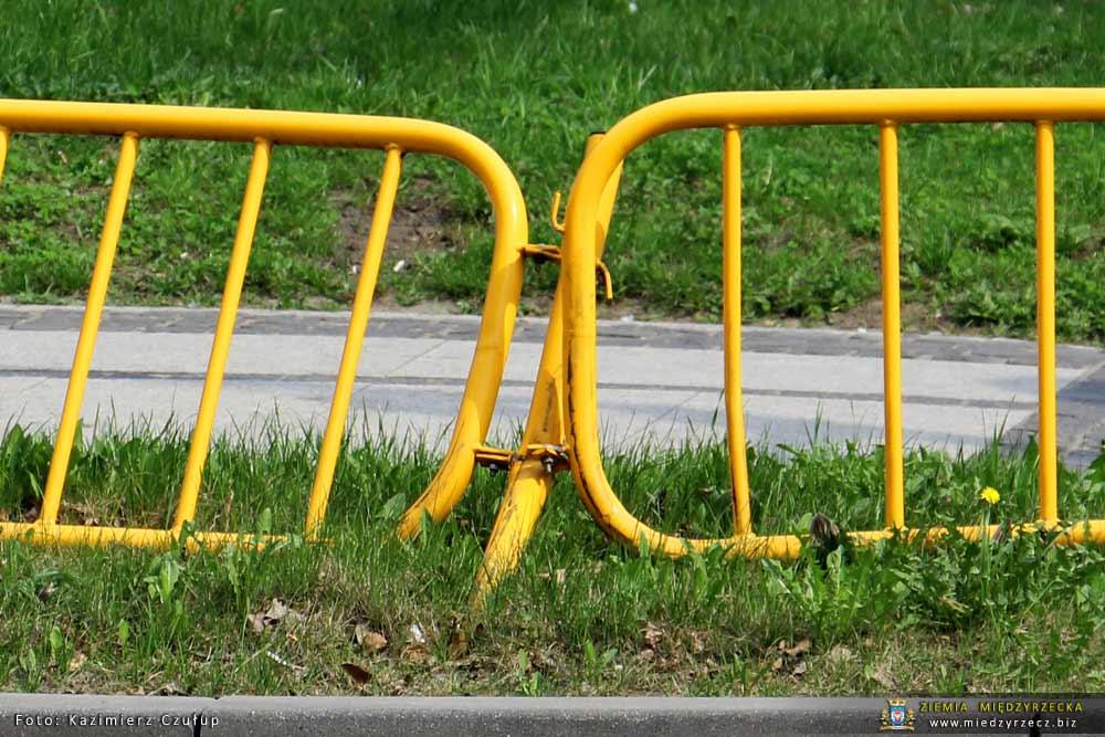 Barierki segmentowe na ulicach Międzyrzecza