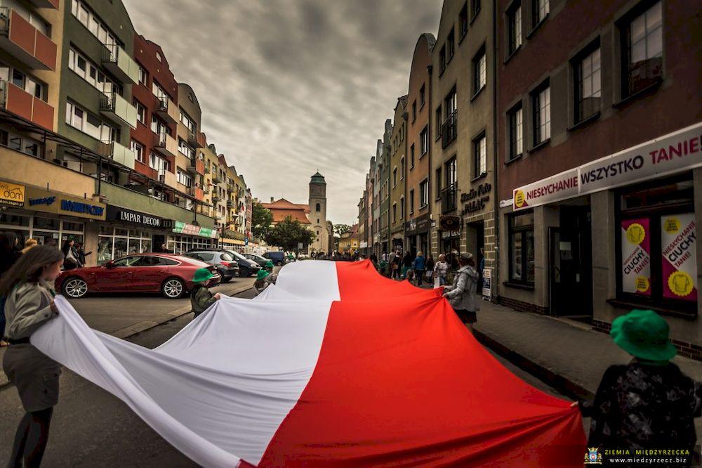 Dzień Flagi – białoczerwone serca