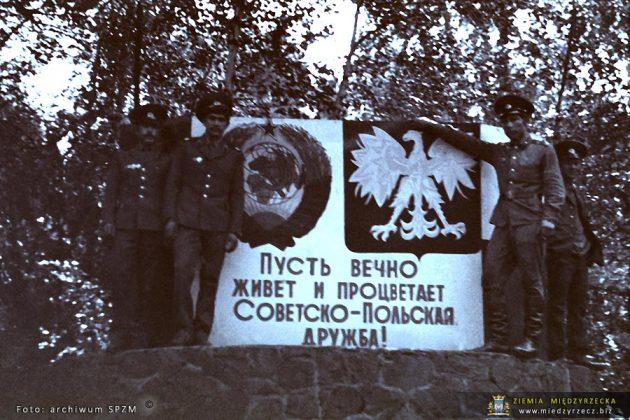 Żołnierze z jednostki łączności Północnej Grupy Wojsk Radzieckich