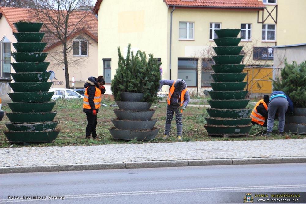 Przygotowania do Jarmarku Mikołajowego
