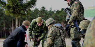 Wizyta przedstawicieli Szwedzkiej Gwardii Krajowej na poligonie w Wędrzynie