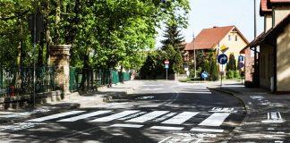 Przed budynkiem Zespołu Edukacyjnego w Trzcielu powstało nowe przejście dla pieszych