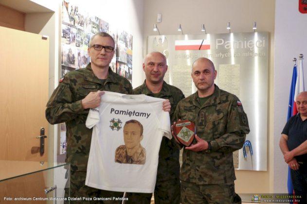 Weterani z 17 Wielkopolskiej Brygady na stadionie Legii