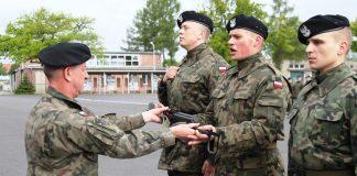 Wręczenie broni nowo wcielonym elewom, II turnusu służby przygotowawczej