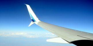 Czego nie zabierać do samolotu lecąc na wakacyjny urlop?