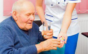 Seniorzy wymagają kompleksowej opieki: medycznej, pielęgnacyjnej, społecznej oraz finansowej