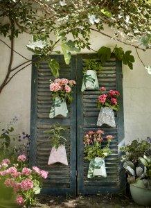 2021 geraniums 1030 diy vertical garden with shutters 02