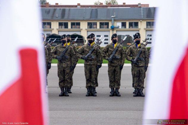 dzień flagi rzeczpospolitej polskiej międzyrzecz 16