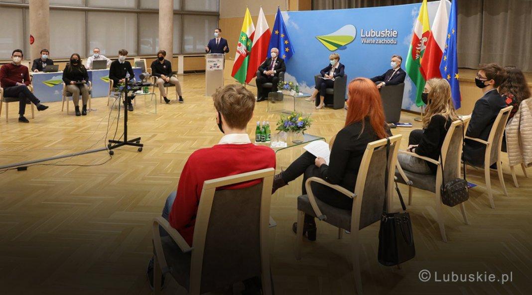 z młodymi o przyszłości europy 000