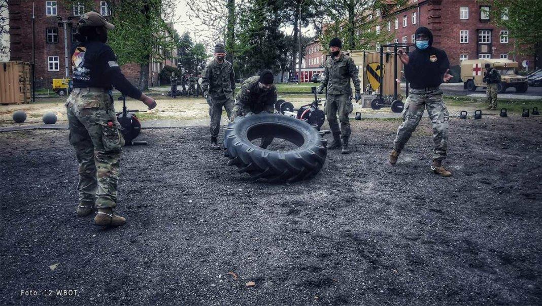 żołnierze walczyli o ostrogi 000