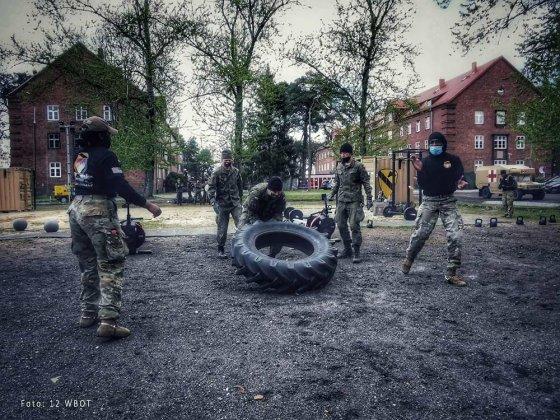 żołnierze walczyli o ostrogi 001