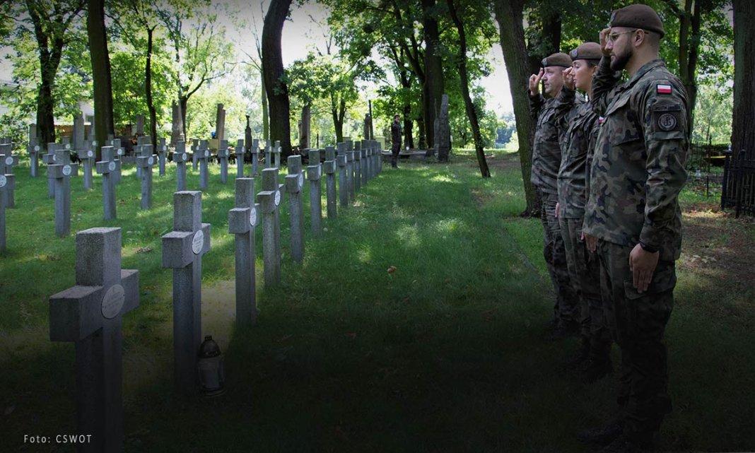 uporządkowali groby bohaterów bity warszawskiej 000