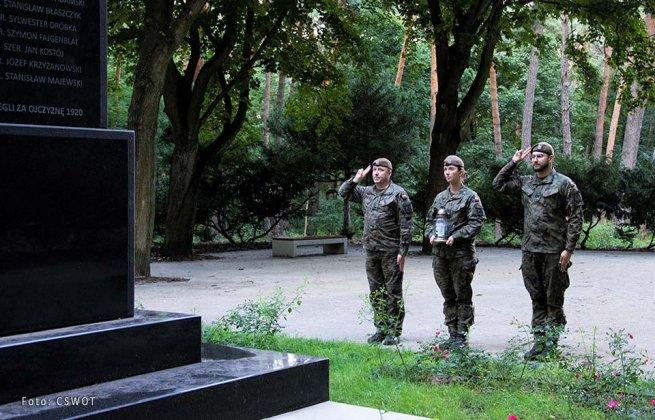 uporządkowali groby bohaterów bity warszawskiej 003