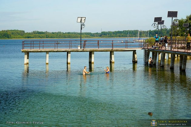 jezioro głębokie jesienią 001