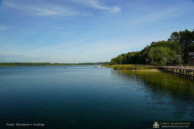 jezioro głębokie jesienią 002