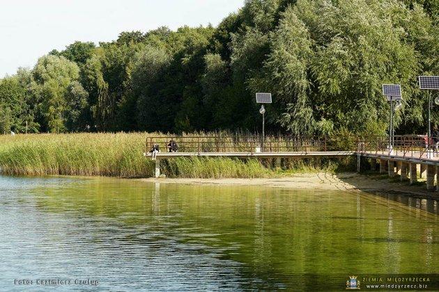 jezioro głębokie jesienią 003