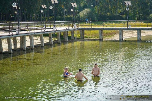 jezioro głębokie jesienią 004