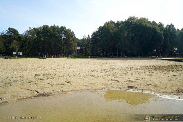 jezioro głębokie jesienią 006