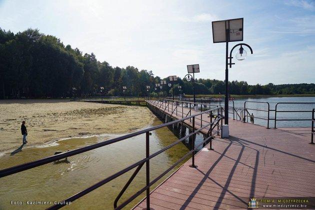 jezioro głębokie jesienią 008