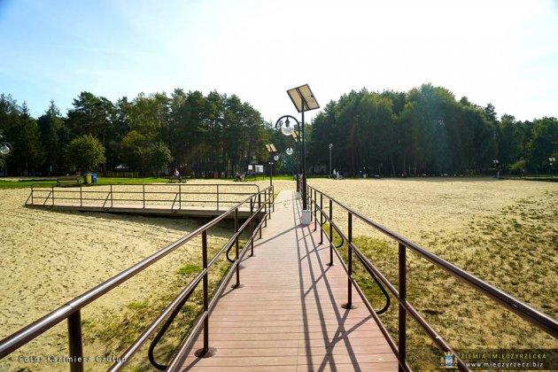 jezioro głębokie jesienią 009