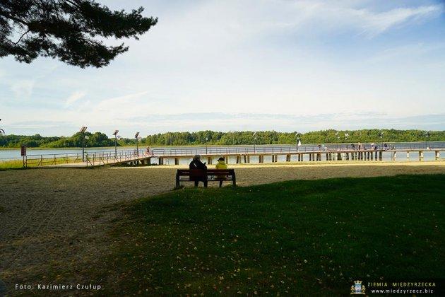 jezioro głębokie jesienią 016