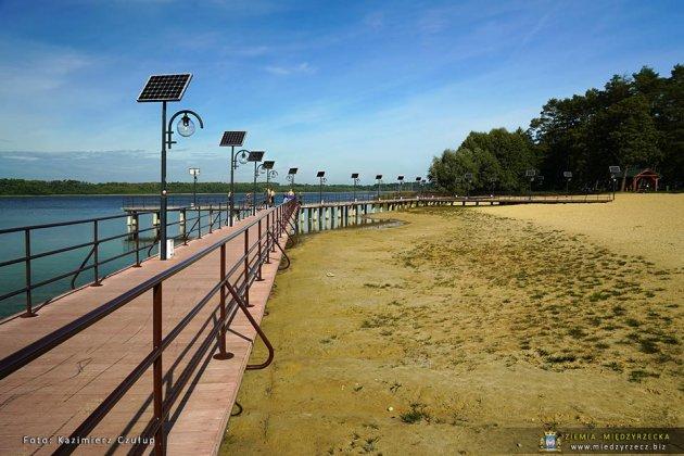 jezioro głębokie jesienią 017