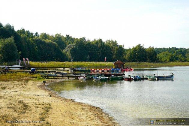 jezioro głębokie jesienią 018