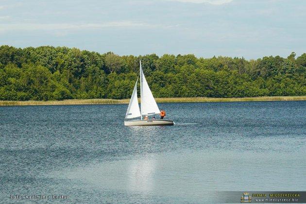 jezioro głębokie jesienią 022