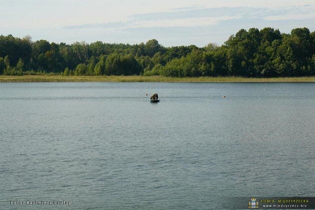 jezioro głębokie jesienią 023