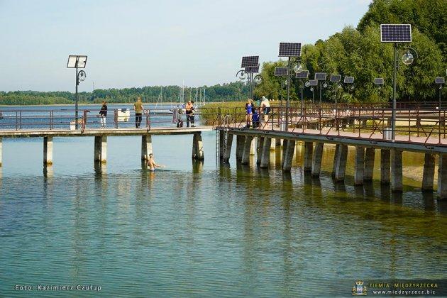 jezioro głębokie jesienią 024