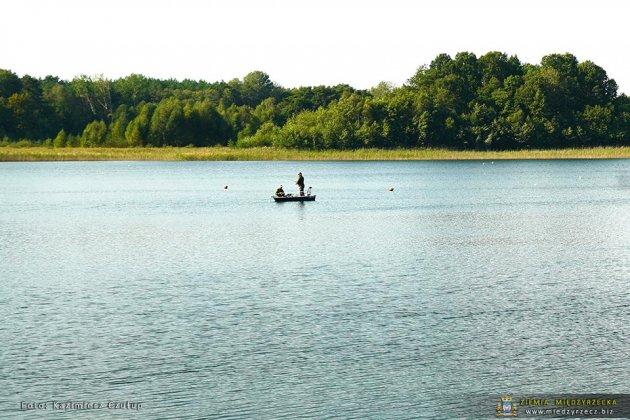 jezioro głębokie jesienią 029