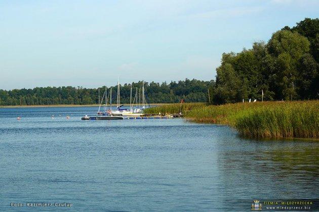 jezioro głębokie jesienią 030